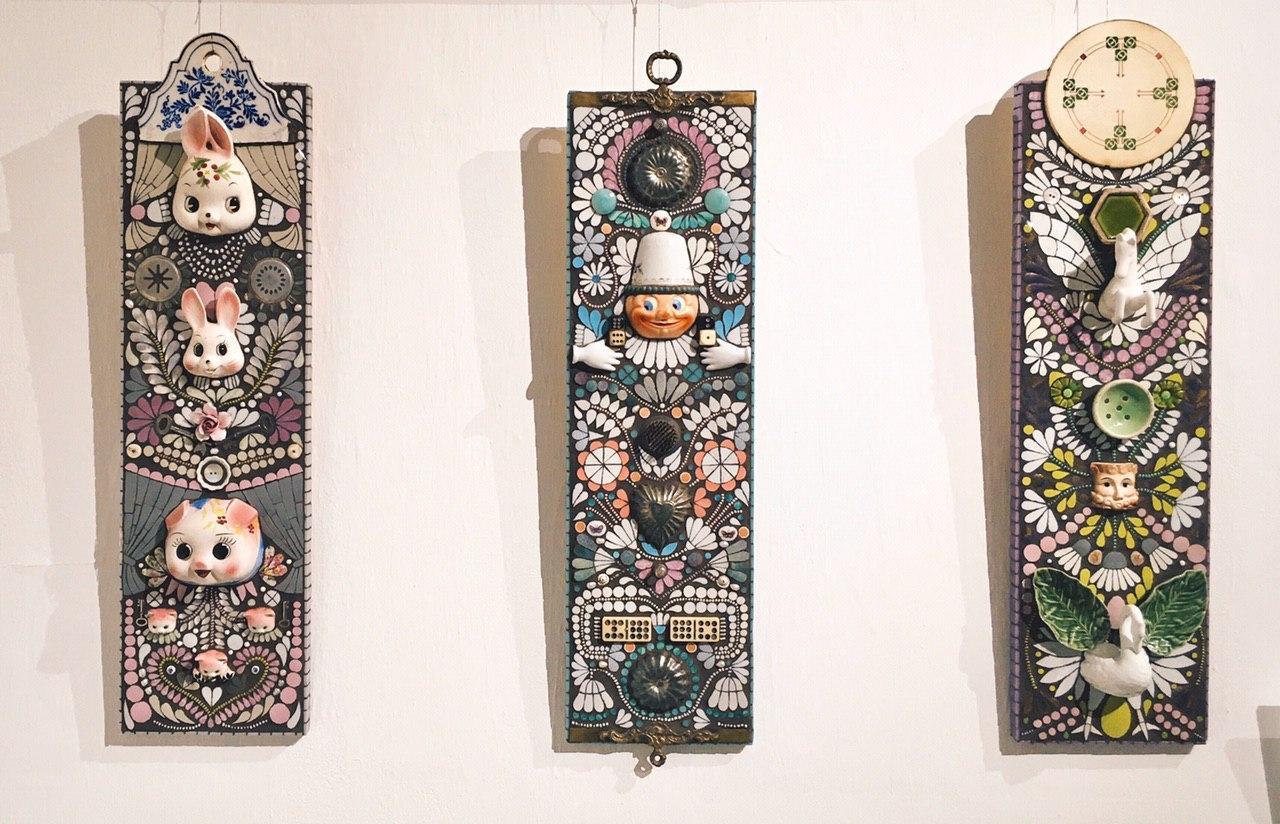 """Керамическая мозаика """"Нонсенс"""". Сделана из фанеры, металла, осколков битой посуды и фарфоровых изделий."""